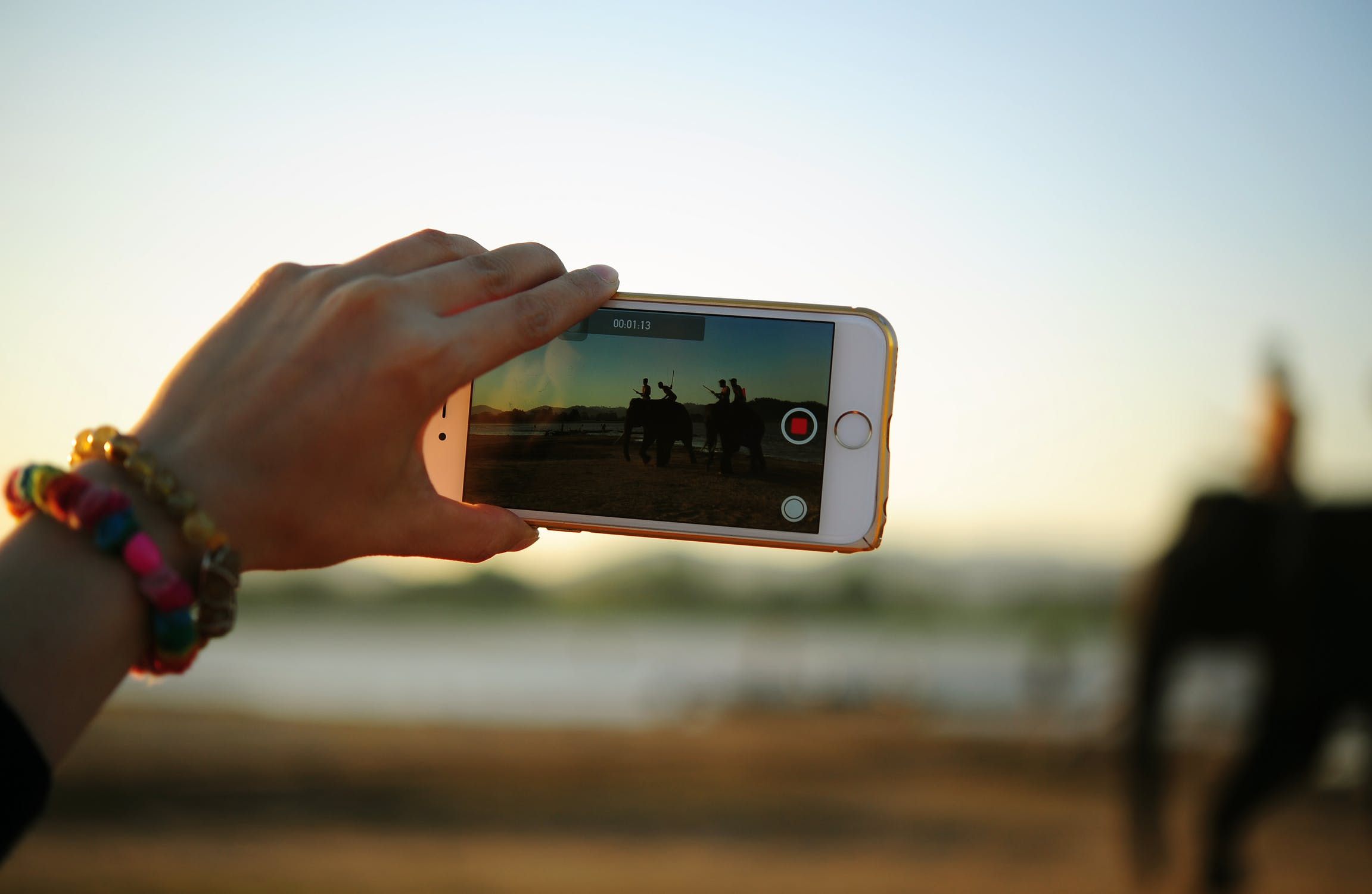 4 Best Video Recorder Applications For Android and iPhone