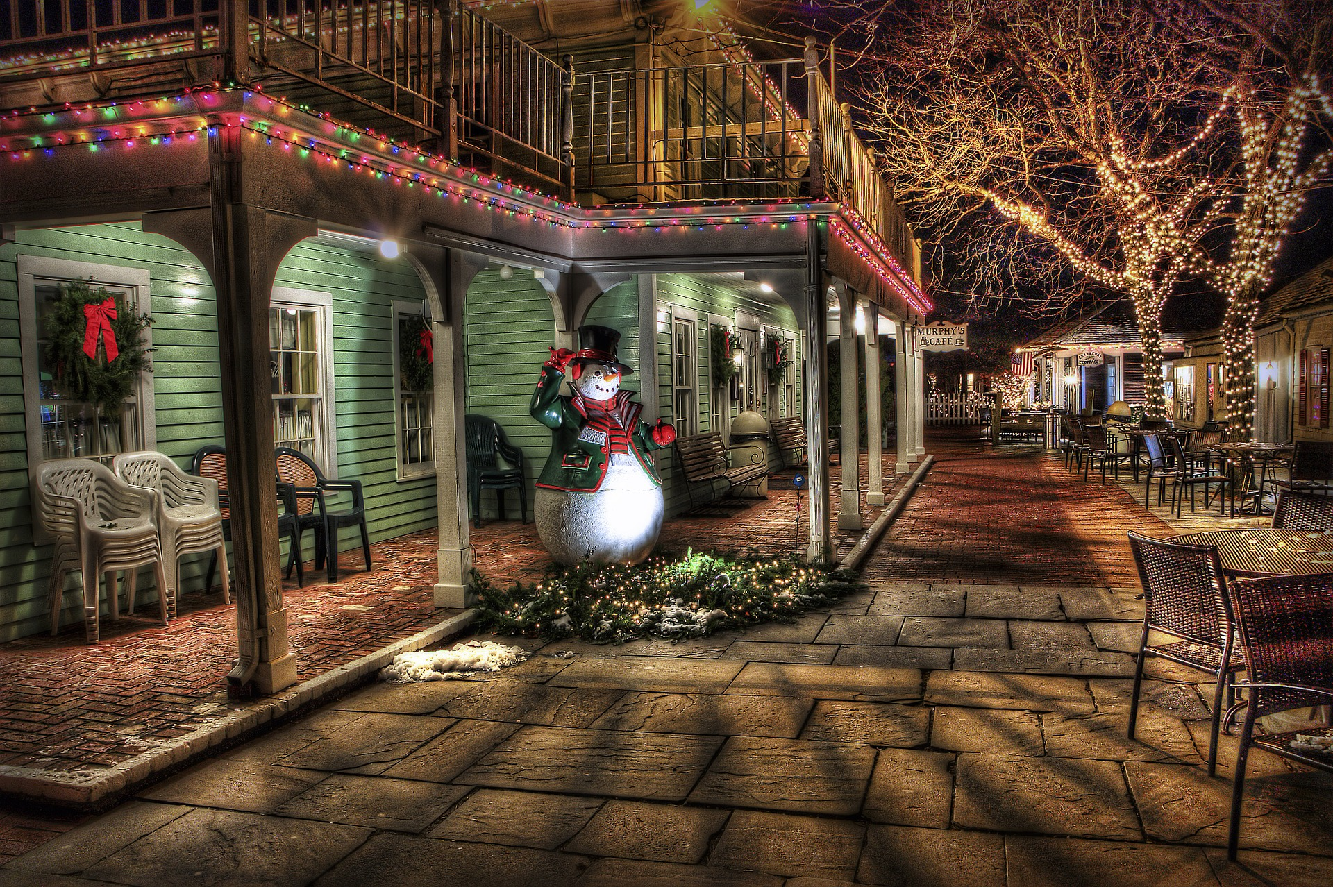How to Use Real Estate Christmas Cards and Other Marketing Strategies to Grow Your Business?